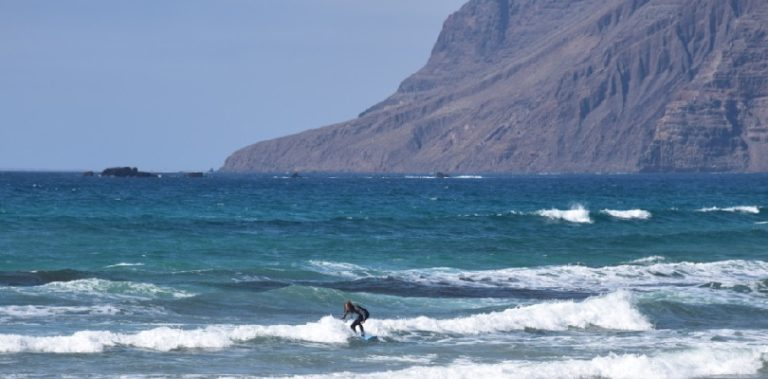 playa-famara-jpg.