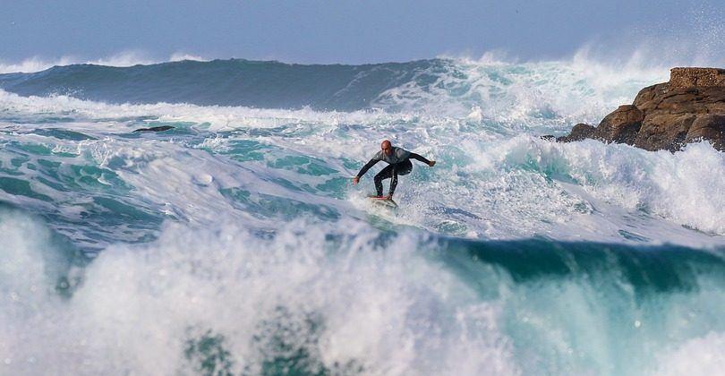 La práctica de surf produce fantásticas emociones.