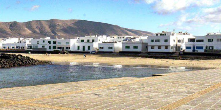 Famara1